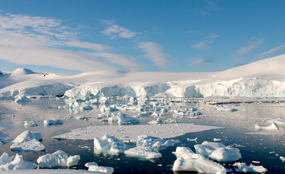 Antarktika ist ein riesiger Kontinent, der weit über den Polarkreis hinausreicht. Dieser Kreis stellt die Grenze zwischen 24 Stunde Tageslicht und Dunkelheit in der Nacht dar. Bild: Michael Wenger