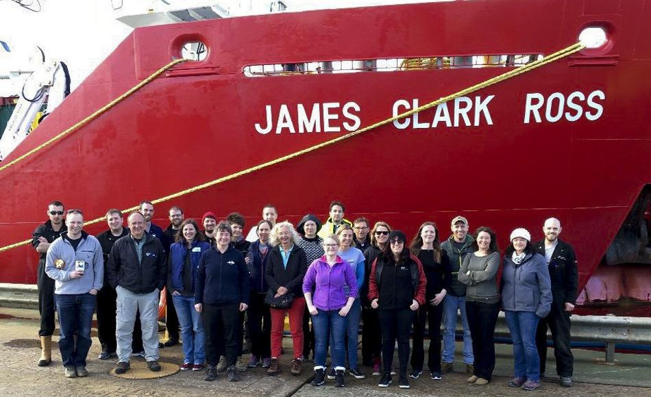 Die Meeresbiologin Dr. Katrin Linse vom British Antarctic Survey leitet die Forschungsexpedition. Sie sagt: «Wir haben ein Team mit unterschiedlichen wissenschaftlichen Fähigkeiten zusammengestellt, damit wir in kurzer Zeit so viele Informationen wie möglich sammeln können. Es ist alles sehr aufregend.» (Bild: BAS)