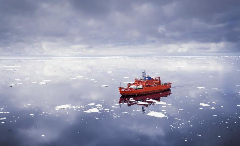 Wissenschaftler benötigen die Unterstützung von Eisbrechern wie der Aurora australis, um in den Weiten des Südpolarmeeres Daten zu sammeln. Doch nur ein kleiner Prozentsatz der antarktischen Gewässer ist untersucht und diese Daten sind noch längst nicht alle ausgewertet. Bild: Doug Thost