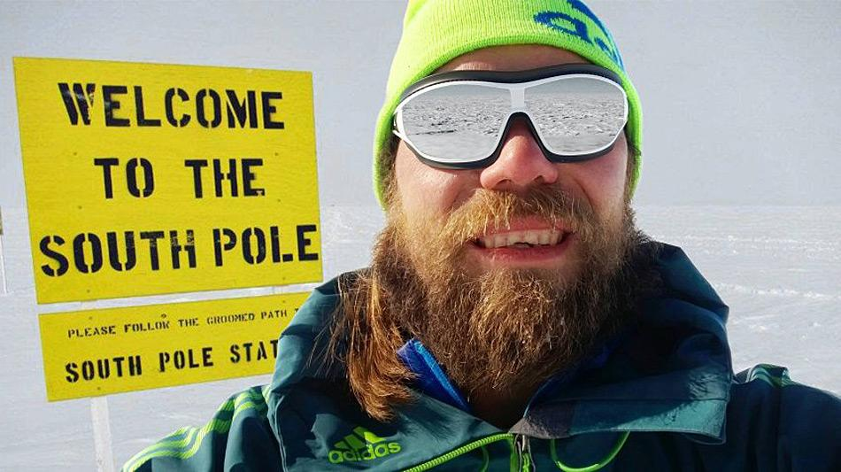 Das Bild, das beweisen sollte, das Martin Szwed am Südpol war, hat sich nachweislich und von ihm bestätigt, als Fälschung herausgestellt. Das Originalfoto findet sich auch auf der Blogseite einer jungen Dame, die einmal dahin fahren möchte. Foto: martin-szwed.com