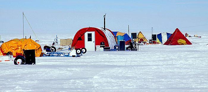 Gamburtsev-Expedition-Camp