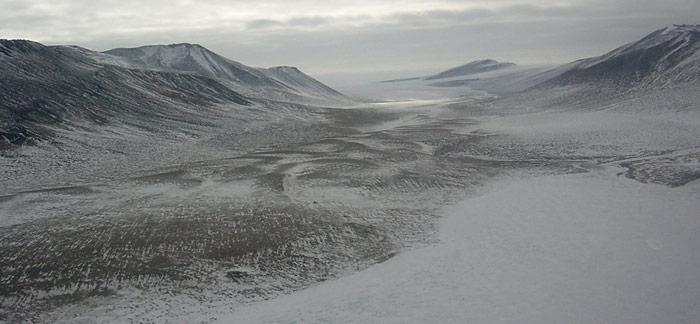 Bereits im Jahr 2005 bohrten die Experten ein 16 Meter tiefes Loch durch das Eis der Antarktis und stiessen auf den darunter liegenden Salzsee Lake Vida.