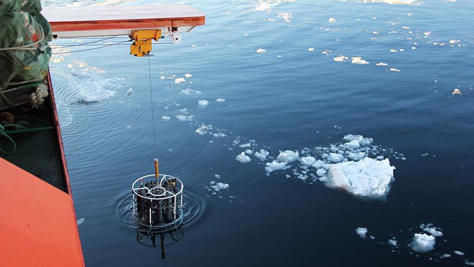 Eines der benutzten Werkzeuge, der CTD Profiler, wird zur Messung von Leitfähigkeit, Temperatur und Tiefe genutzt. Photo: Steve Rintoul