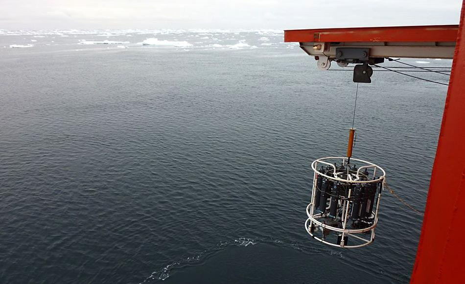 Ein CTD (siehe Bild) ist ein ozeanographisches Instrument, welches zur Messung von Leitfähigkeit, Temperatur und Tiefe im Meer verwendet wird. Bild: Rose Croasdale
