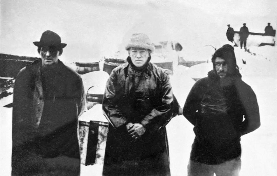 Nach ihrer Ankunft in Stromness erhielten Shackleton, Crean und Worsley zuerst ein Bad und neue Kleidung. Danach holte ein Schiff die beiden zurückgebliebenen Mitglieder in der King Haakon Bucht ab.