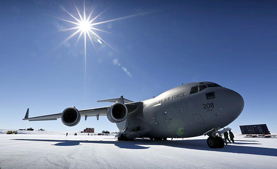 Die C-17A auf dem Wilkins Flugfeld. Bild: David Said /RAAF
