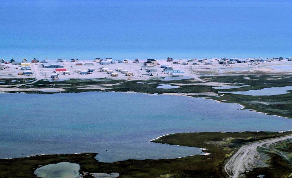 Hall Beach liegt auf der Melville Halbinsel an der Küste des Foxe Basin, dem nördlichen Ende der Hudson Bay. Anders als die anderen Siedlungen wurde der Ort in den 50er-Jahren im Zuge der Errichtung des DEW (Frühwarnsystem gegen sowjetische Raketen) gebaut. Heute leben rund 850 Menschen im Ort. Bild Ansgar Walk