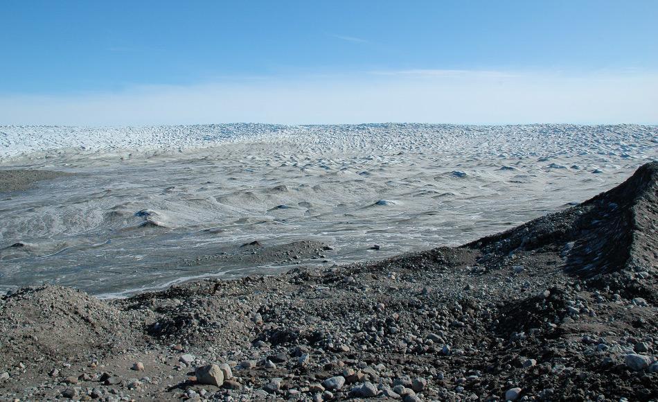 Der grönländische Eispanzer ist die zweitgrösste Eismasse nach dem antarktischen Eispanzer. Mehr als 3 Kilometer dick und über 2'000 km lang bedeckt er rund 82% der grössten Insel der Welt. Bild: Michael Wenger