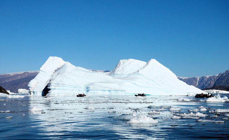 Eisberge spielen nicht nur bei der Verteilung von landbasierten Nährstoffen eine wichtige Rolle, sondern können auch die bodennahen Ökosysteme teilweise sehr stark beeinflussen, besonders in Buchten und Fjorden. Bild: Michael Wenger