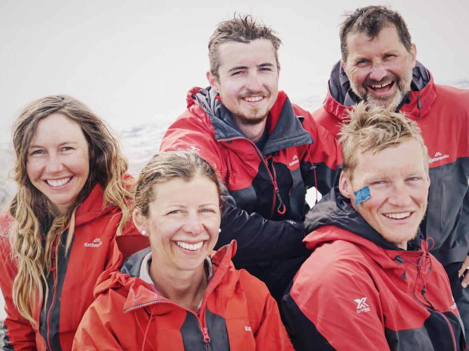 Den Expeditionsmitgliedern sieht man trotz der Strapazen die Freude über das Erreichte an. Nun sollen sie andere junge Leute inspirieren, die Welt zu erkunden und zu erfahren. Vcon links nach rechts: Bridget, Hollie, Brando, Nigel (hinten) und Keith.Bild: NZAHT