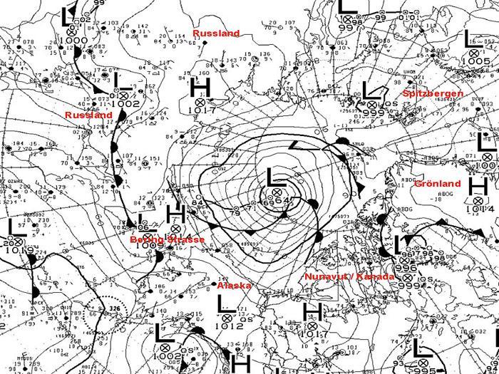 Die Wetterkarte vom kanadischen Wetterdienst vom 6. August 2012 zeigt einen sehr starken Zyklon über dem zentralen Arktischen Ozean nördlich von Alaska.