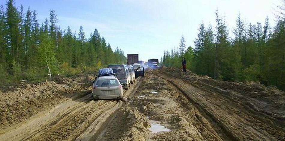 Aufgetauter Permafrostboden. Im Winter, bei zugefrorenem Boden kein Problem, im Sommer gibt es gelegentlich kein Durchkommen.