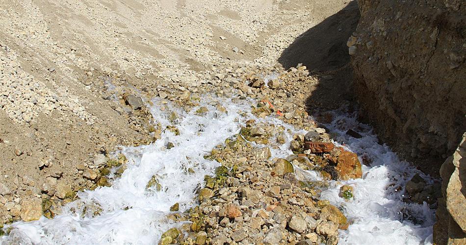 Beim Austritt beträgt die Temperatur des Quellwassers ca. 9 Grad Celsius...