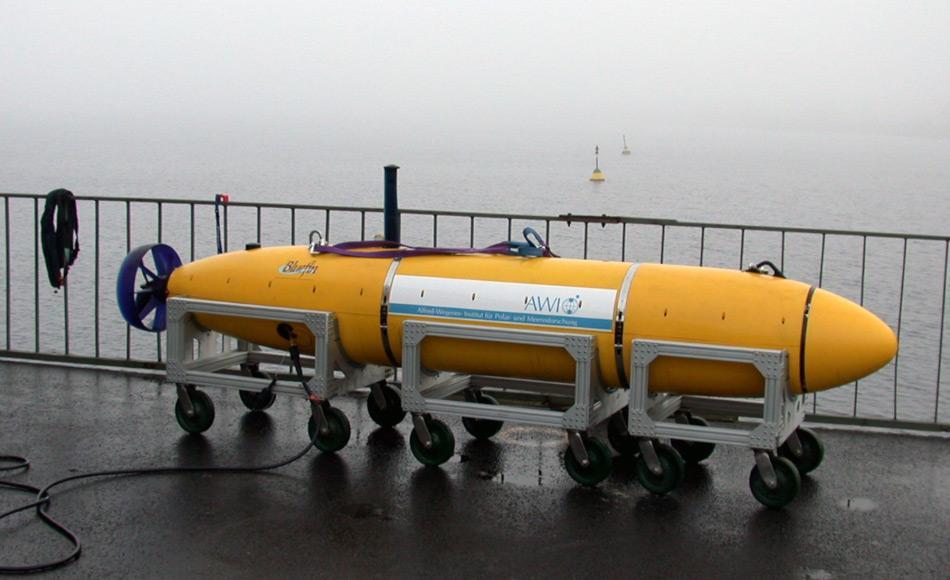"""Das andere AUV """"Paul"""" ist ein mobiles Unterwasserfahrzeug, das selbsständig auf einem vorbestimmten Kur sim Ozean schwimmt und dabei veschiedene Umweltparameter misst. """"Paul"""" wird mit """"Tramper"""" zusammen im """"Hausgarten"""" ausgesetzt. Picture: AWI"""