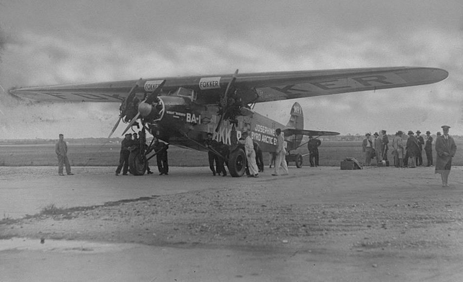 Richard Byrd behauptete, am 9. Mai 1926 gemeinsam mit Floyd Bennett als erster mit dem Flugzeug, einer dreimotorigen Fokker, den Nordpol über den Luftweg erreicht zu haben. Doch Untersuchungen an Flugzeug und später an den Unterlagen der beiden zeigten, dass sich Byrd verrechnet hatte und sie den Nordpol nicht erreicht hatten.