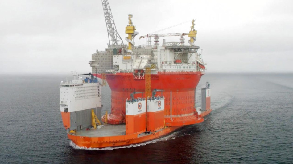 Goliat is offiziell eine FPSO (Floating ProductionStorage Offloading Unit) und ist die grösste Ölförderplattform der Welt. Sie ist 175 m hoch und beherbergt 120 Arbeiter. Sie wurde in Südkorea gebaut und danach auf dem grössten Schwertransportschiff, der Dockwise Vanguard in den Norden transportiert.