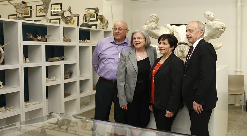 Hoher Besuch in der Gallery Cerny in Bern, v.l.n.r. Peter Cerny, Martha Cerny, Roberta Santi - Botschafterin von Kanada, Ueli Maurer - Bundespräsident der Schweiz.
